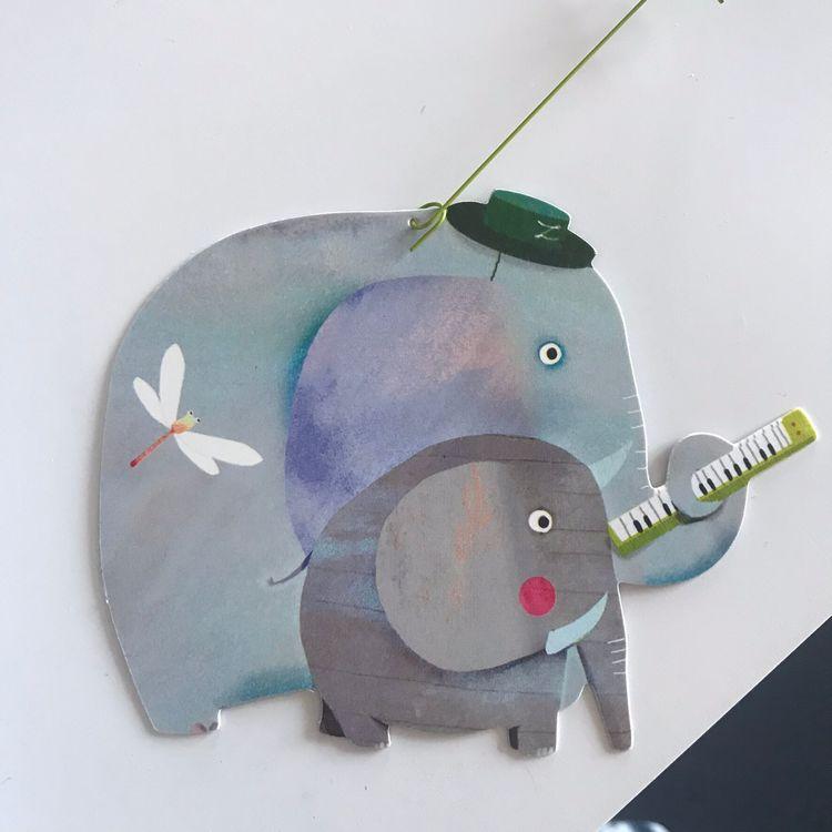 Härlig mobil med djurparad (Carneval of animals) från Djeco - Elefant