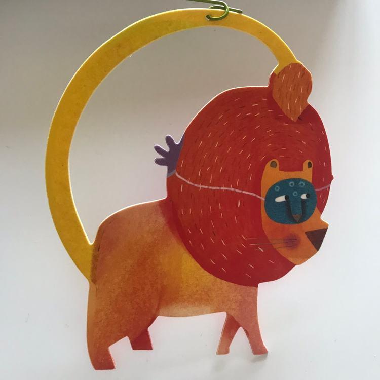 Härlig mobil med djurparad (Carneval of animals) från Djeco - Lejon