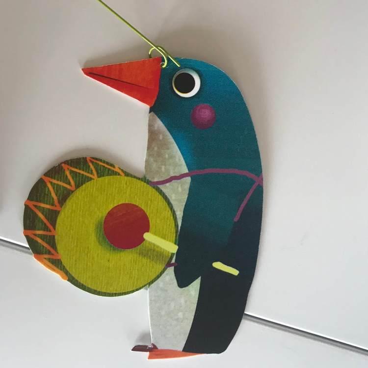 Härlig mobil med djurparad (Carneval of animals) från Djeco - Pingvin
