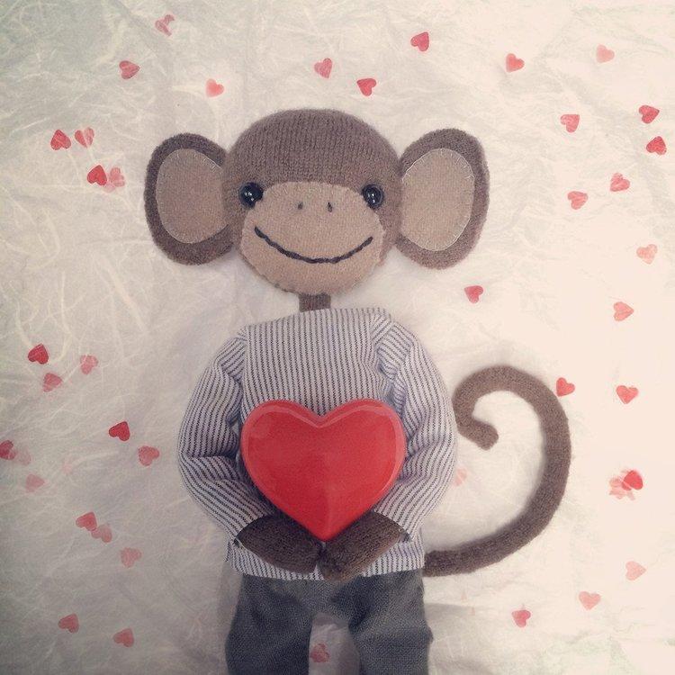 Gratulationskort - Apa med hjärta (Fraktfritt)