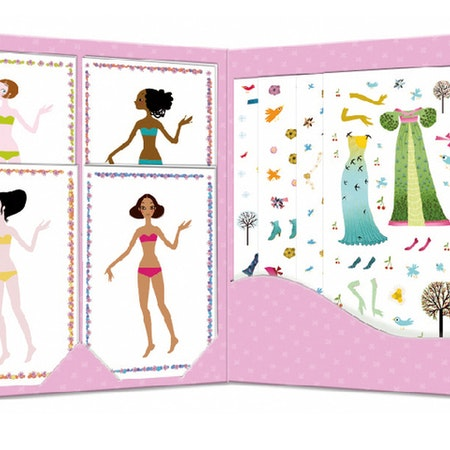 Klippdockor - Fyra flickor med massor av kläder