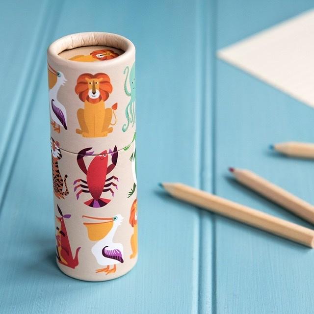 Små pennor i en tub (12 stycken)