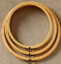 Syring i trä 10 cm