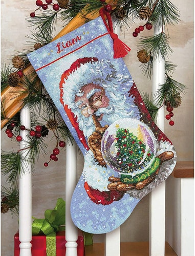 Dimensions Gold  - Santa's Snow Globe Stocking