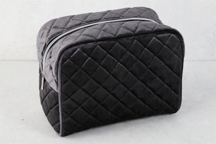 Necessär - Quilted Sammy - Black Beauty - L