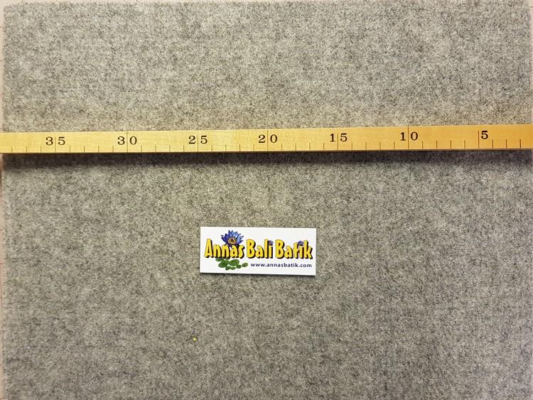 Strykmatta av filtad SVENSK ull, 24x24 cm. 1 cm tjock