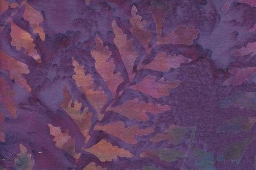 Lila med flerfärgade lövtryck
