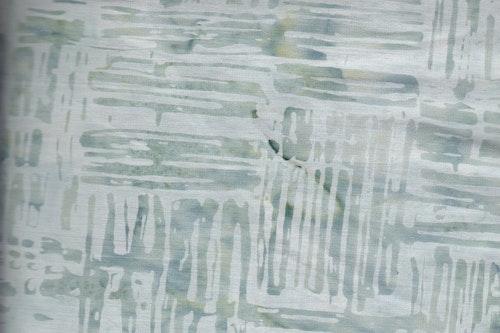 Grågrön med tryck. 110 cm bred
