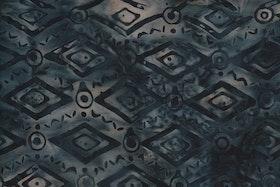 Gråbeige med svart mönster. Viskos. 140 cm bred