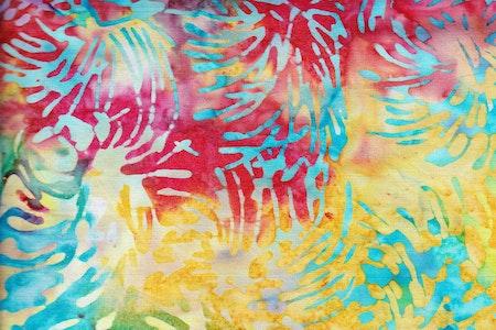 Flerfärgad med turkost mönster. Viskos. 130 cm bred