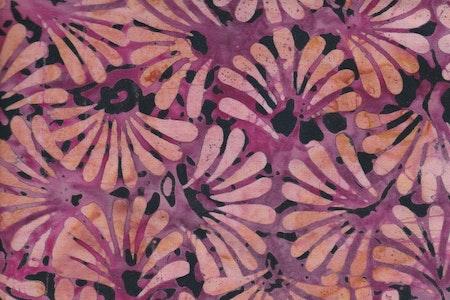 Rosa med flerfärgat tryck