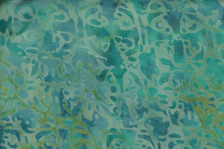 Turkosgrön med tryck. 140 cm bred