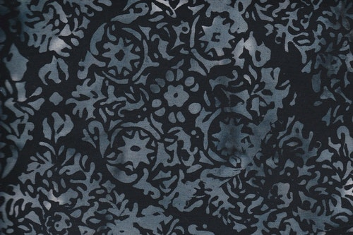 Svart tyg med gråvitt mönster