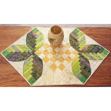 Cabin Leaves table runner. Pattern from Cut Loose Press