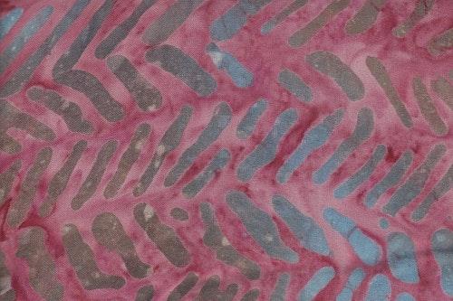 Rosa med tryck. Viskos. 125 cm bred