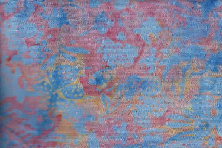 Blått tryck på rosaorange botten