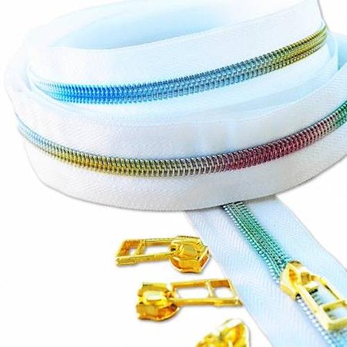 Rainbow Zipper i vitt, regnbågsfärgad dragkedja, storlek #5, 3 meter plus 8 kläppar i guld. Från Sew Quirky