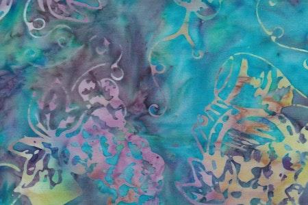 Turkos och lilaflammigt med flerfärgat batiktryck