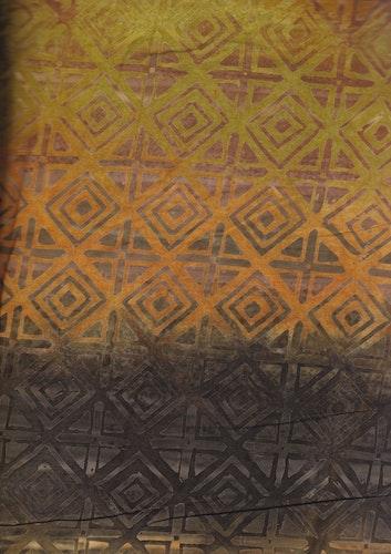 Brun-gul-gröna färger med grafiskt mönster. En av 5 tyger i serie. Foto i A4-storlek!