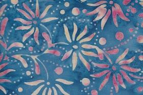 Blåmurrigt med ljusbeige-rosa underfundigt tryck