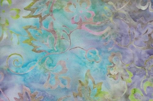 Flerfärgad flammig botten med tjusigt flerfärgat tryck.