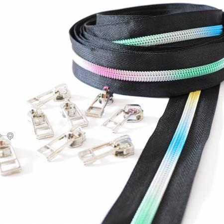 Rainbow Zipper i svart, regnbågsfärgad dragkedja, storlek #5, 3 meter plus 8 kläppar i silver. Från Sew Quirky