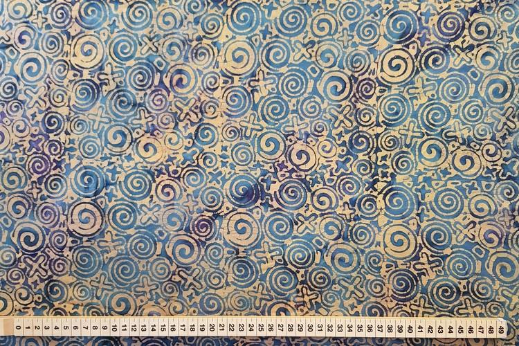 Beige-orange mönster på dovt blå botten.  Trikåtyg 100% bomull. 170 cm brett