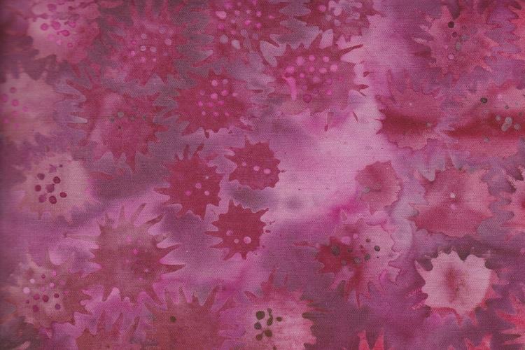 """""""Freaky Flower"""" i ceriserött och flera rödaktiga färger. 275 cm brett."""