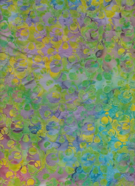 Flerfärgat med tonvikt på gröna nyanser. Bomullsbatik