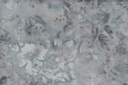 Ljus grön melerad bakgrund med vita blommor. Viskos