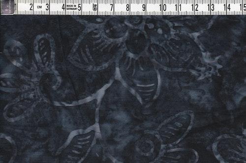 """Mörkgrått med ljusgrå blommor. Tyg från serien """"Jupiter"""""""