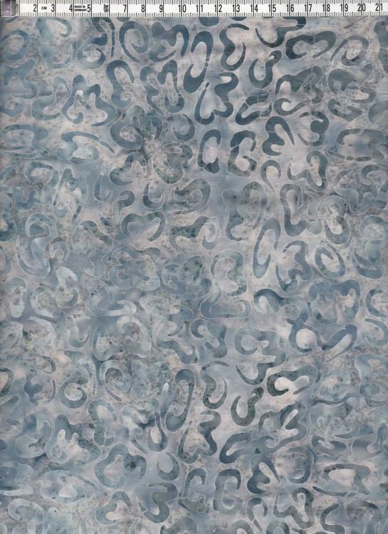 Vit-blå-grått med krumelurer. Batiktyg i bomull
