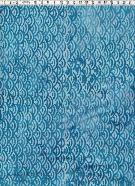 Blågrått och ljusblått batiktyg direkt från Bali. Handtryckt som alltid hos oss