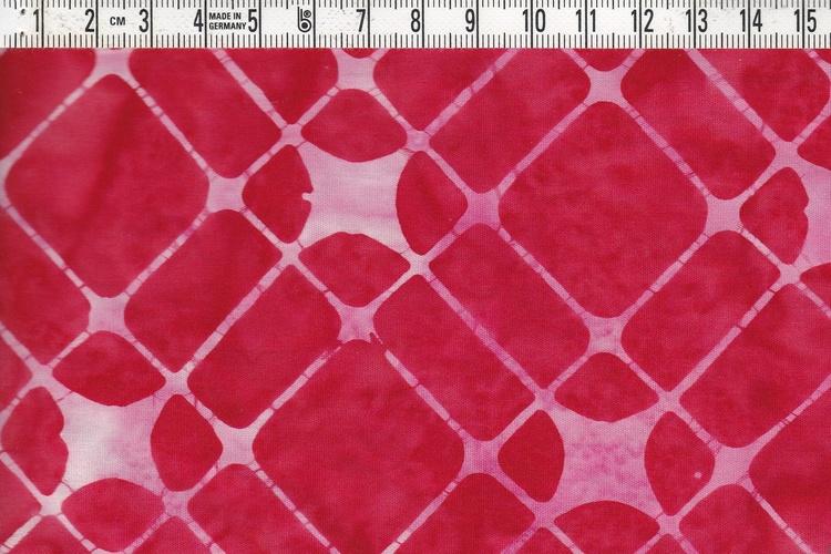 """Röda och rosa toner. Ett av tygerna i vår batikrulle """"Flamingo"""""""