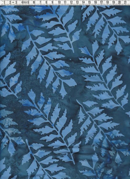 Blått på blått. Stora blå löv på mörkblåare botten