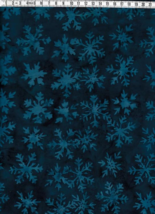 Blå snöstjärnor på mörkare blåmelerad botten. Bomullstyg