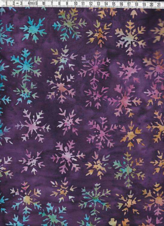 Burgundy-lila med flerfärgade snöstjärnor.  Bali batik