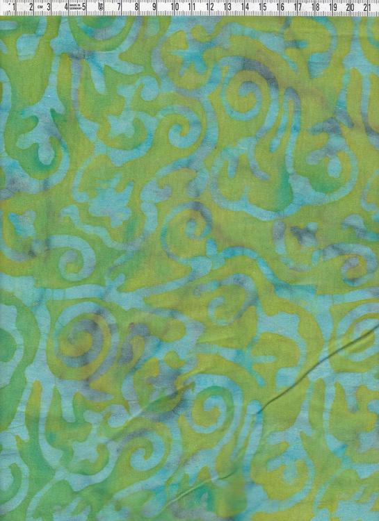 Grönflammigt med ljusblå-grå motiv. Batiktyg,170 cm brett
