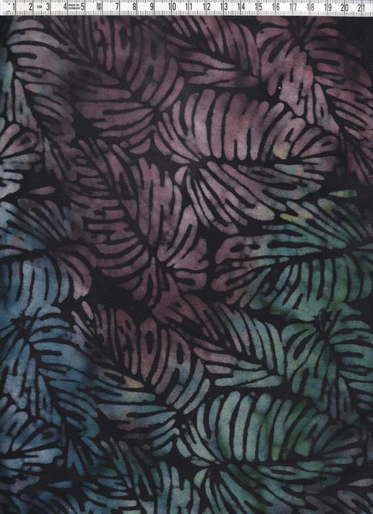 Dovt flerfärgade löv som fyller hela ytan. Svart bakgrund