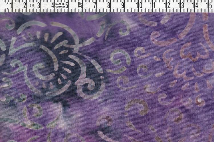 Lila-svart botten med grå-vit-beige mönster. Viskostyg