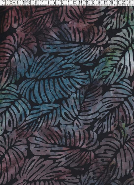 Dova flerfärgade löv som fyller hela ytan. Svart bakgrund