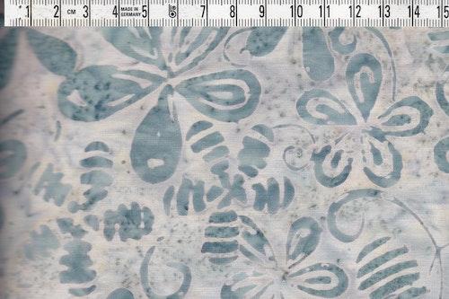 Lugna färger i vitt och blågrått. Bomullsbatik ca 110 cm brett
