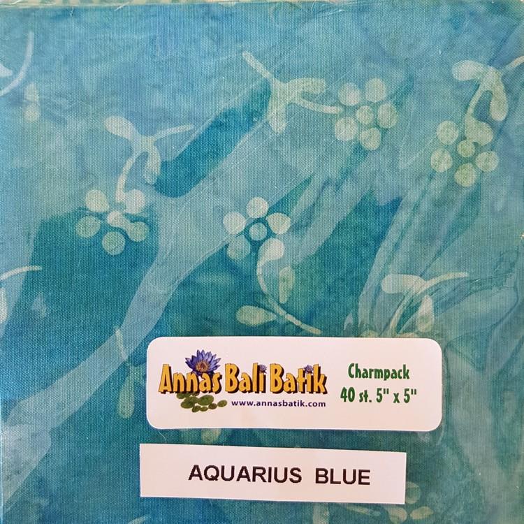 """Charm Packs 20 st.  """"Aquarius Blue"""" 10 olika turkosblåa tyger"""