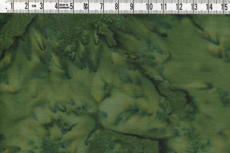 Ganska mörkt grönt melerat  bomullstyg. 110 cm brett
