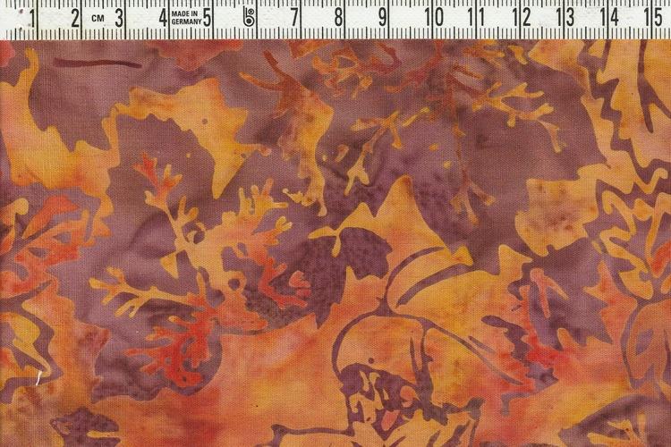 Höstens härliga färger med löv. Batik i bomull.