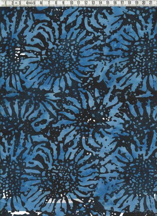 Ljusblå solrosor på blå bakgrund. 100% bomull. Bredd 120 cm
