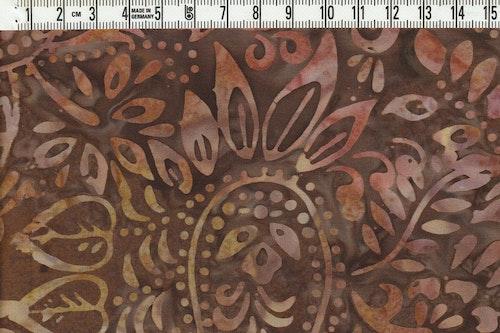 """Brunt """"paisliemotiv"""" på brun botten. Bomullsbatik från Bali"""