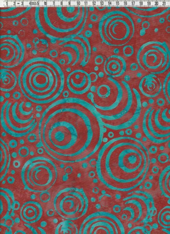 Gröna cirkelbågar på mustigt rödflammigt. Balibatik