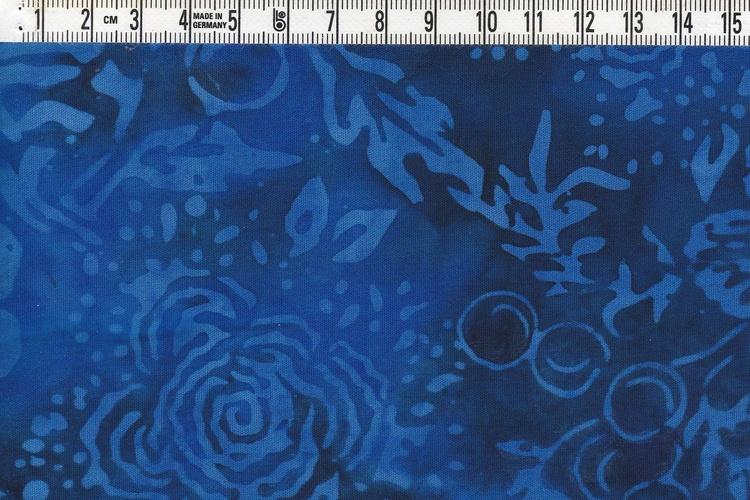 """Mäktiga blå färger & """"outstanding"""" mönster. Viskosbatik 140 cm"""