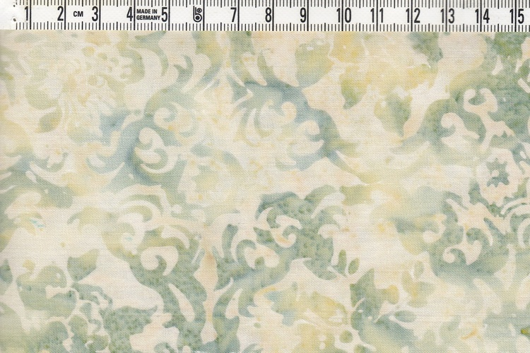 Off-white och blekt, dovt grönt. Viskosbatik 140 cm
